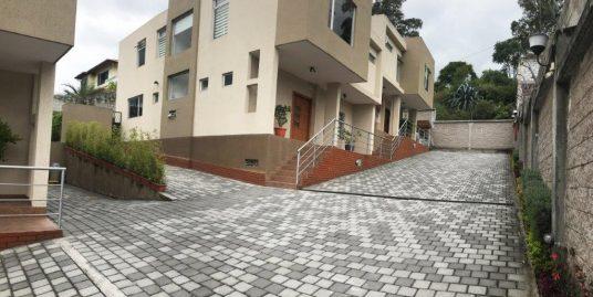 Casa en Cumbayá, San Juan Alto, Conjunto Cerrado, Diseño Moderno